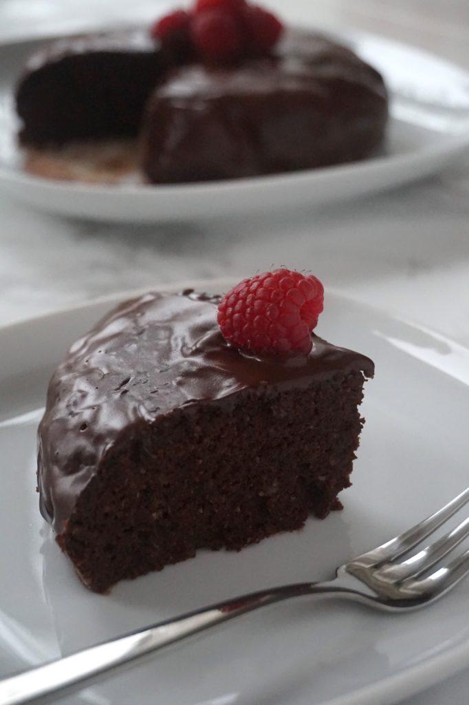 der beste vegane schokoladenkuchen schokokuchen mit sachertorten glasur minamade. Black Bedroom Furniture Sets. Home Design Ideas