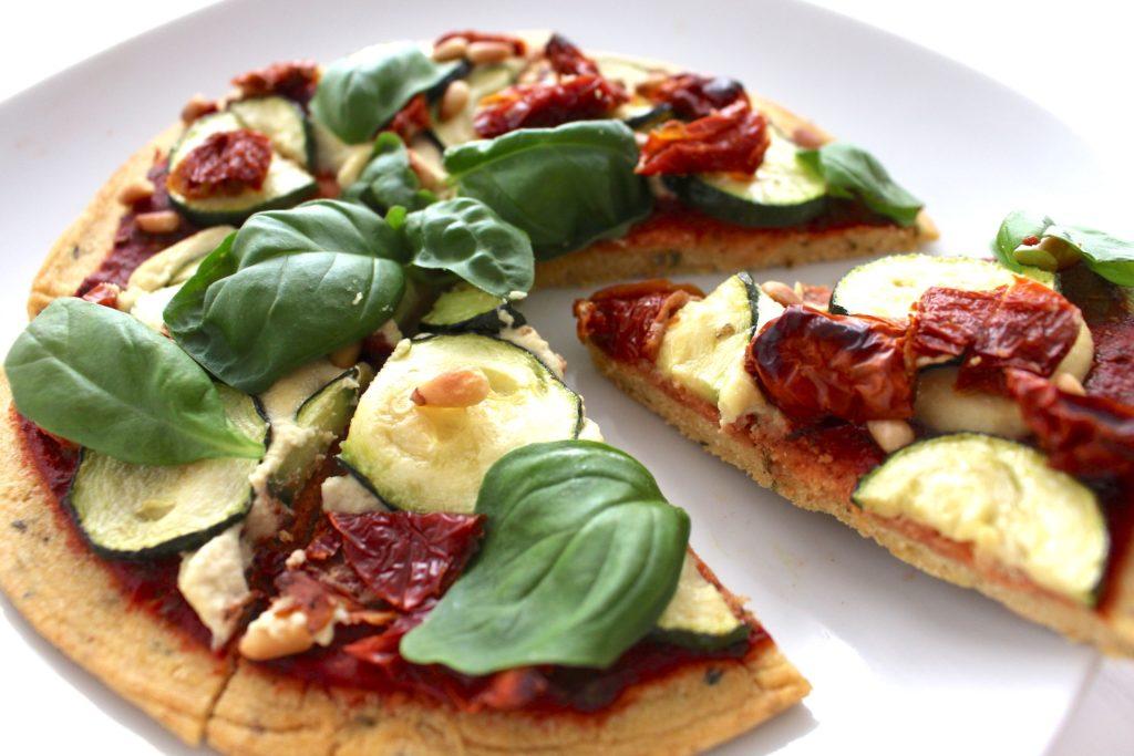 gesunde Pizza vegan glutenfrei Kichererbsenmehl Cashew