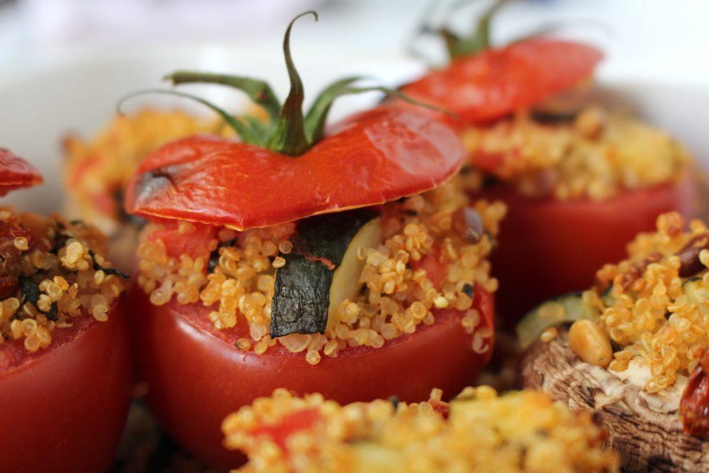 Gefüllte Tomaten Quinoa Portobello Pilze vegan