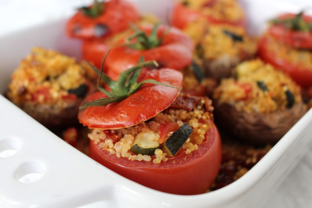 Gefüllte Tomaten Quinoa - vegan grillen