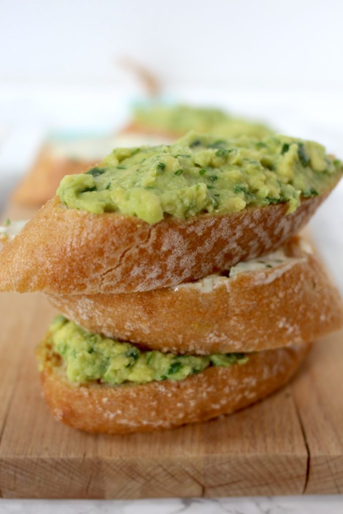 Avocadotoast Avocadokräuter Fingerfood vegan