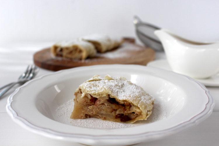 Apfelstrudel vegan Vanillesauce Apple Strudel