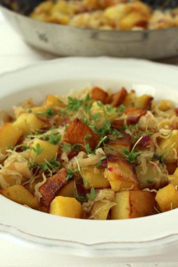 Bratkartoffeln Sauerkraut vegan roast potatoes german bavarian